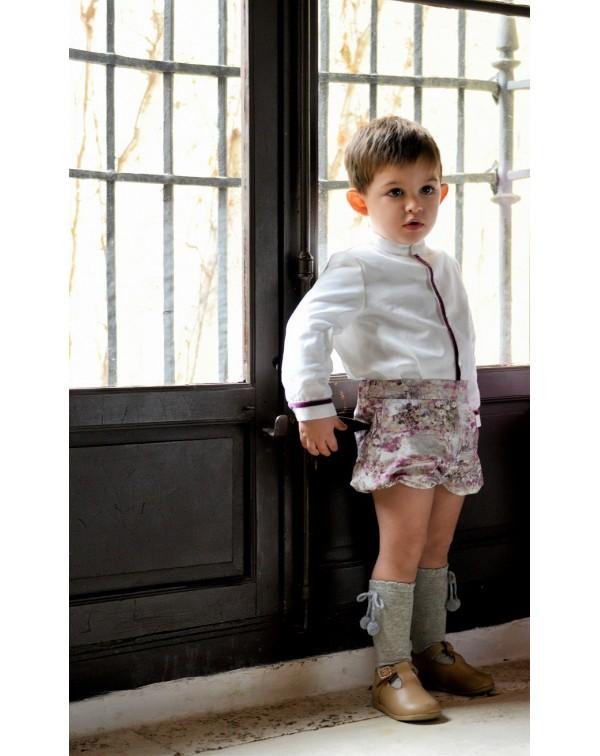 cc923ae14 Conjunto de bebé para niño , formado por camisa en villela cruda, tapeta y  puños adornados con cinta de terciopelo buganvilla y pantaloncito bombacho  ...